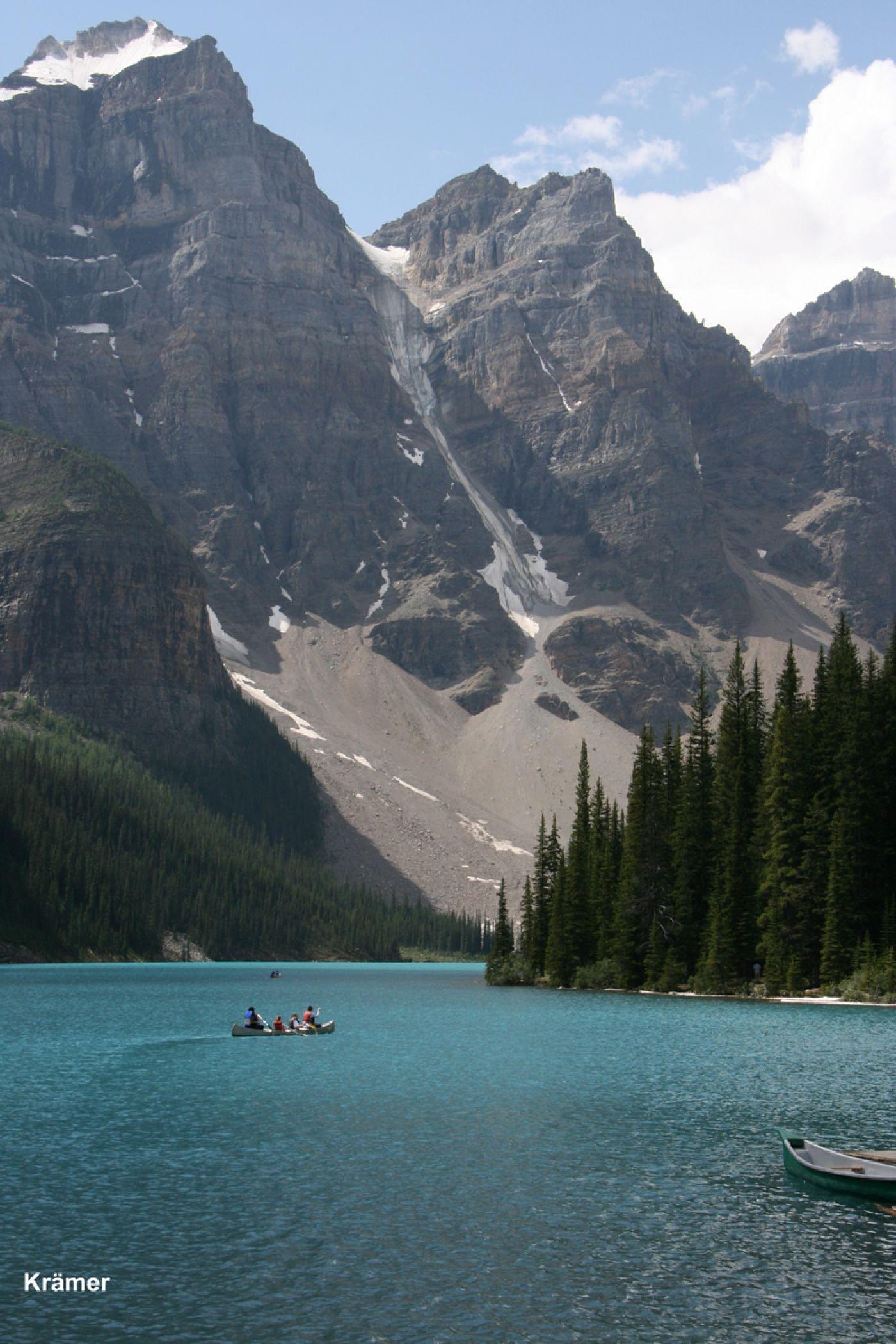 Moraine lake banff national parkzoom imageindeed